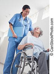 äldre, tålmodig, in, a, rullstol, bredvid, a, sköta