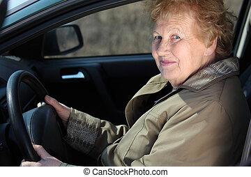 äldre, woman-driver