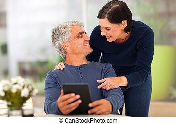 älskande, mitt åldraades, par