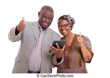 älter, afrikanisch, paar, mit, tablette pc