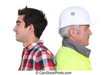 älter, arbeiter, und, junger, arbeiter