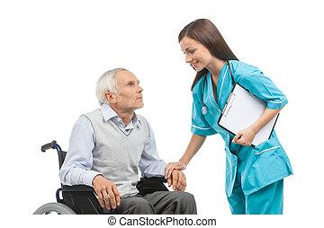 älter, care., sicher, junger, krankenschwester, besitz, älterer mann, hand, und, lächeln, während, freigestellt, weiß