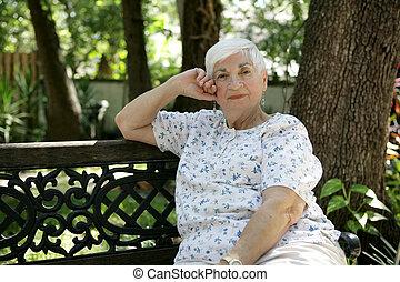 älter, dame, entspannend, park