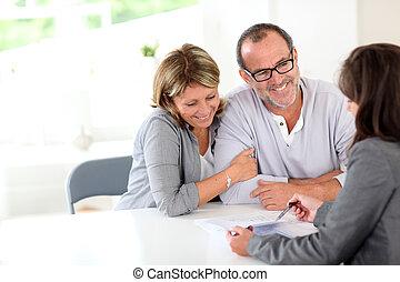 älter, finanziell, paar, vertrag, unterzeichnung