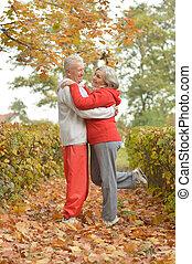 älter, frohes ehepaar, tanzen