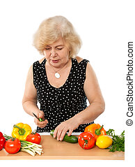 ältere frau, kochen essen
