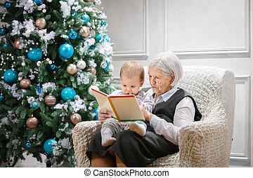 ältere frau, lesen buches