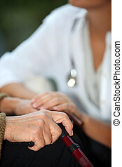 ältere frau, reden, a, krankenschwester