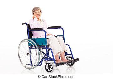ältere frau, sitzen, auf, rollstuhl