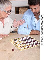 ältere frau, spielenden schach