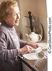 ältere frau, wäsche, sinken