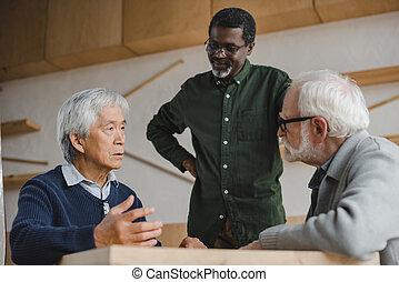 ältere männer, sprechende , in, café