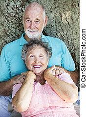 ältere paare, entspannt