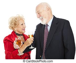 ältere paare, sekt toast