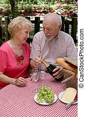 ältere, picknick, öffnung, -, wein