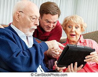 ältere, und, erwachsener, sohn, mit, tablette pc