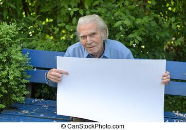 älterer mann, ausstellung, a, leer, whiteboard