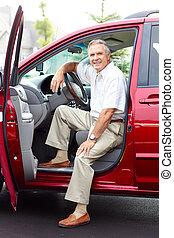 älterer mann, auto