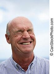 älterer mann, lachender