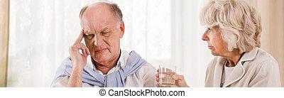 älterer mann, mit, migräne