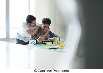 äta, homosexuell koppla, morgon, hem, frukost