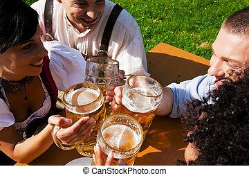 äta, trädgård, fyra, öl, grupp, drickande, vänner