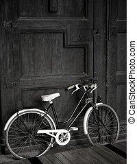 åldrig, årgång, svart, cykel, stor, trä dörr, svartvitt