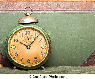 årgång, klocka, med, gammal, bok, fond