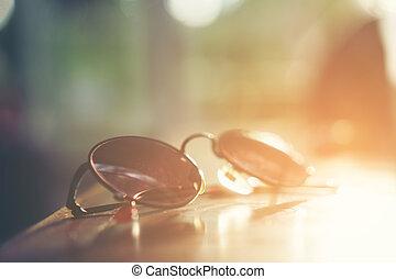 årgång, solglasögon, med, solljus