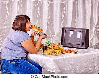 æde kvinde, hurtig mad, og, iagttag, tv.