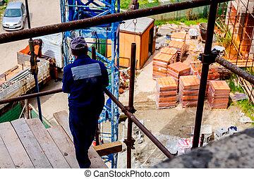 échafaud, debout, regarder, site, au-dessus, ouvrier, construction