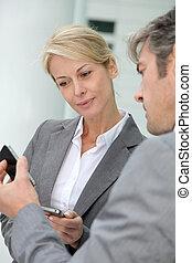 échanger, numéros téléphone, professionnels