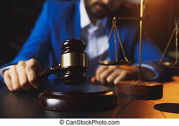 échelle, bureau, justice, concept.male, bois, avocat, laiton, droit & loi, table