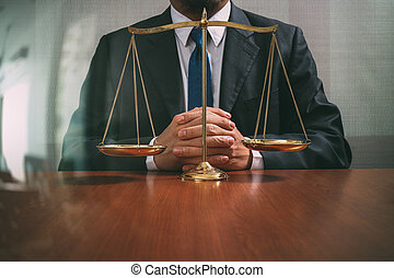 échelle, bureau, justice, concept.male, table bois, avocat, laiton, droit & loi, vue