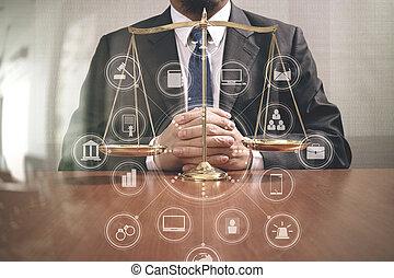 échelle, icônes bureau, justice, écran, concept.male, diagramme, bois, graphique, avocat, laiton, droit & loi, table