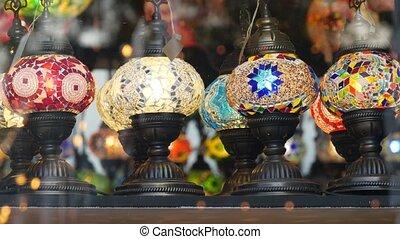 éclairé, lampes, milieu, retro, beaucoup, oriental, mosaïque, decor., folklorique, magasin, brillant, coloré, marocain, métier, multi, verre, islamique, arabe, glowing., style, lanterns., coloré, authentique, lights., oriental, turc