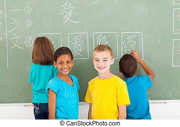 école, étudiants, après, écriture, tableau, élémentaire