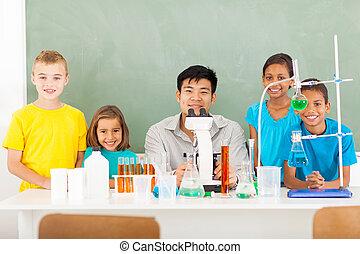 école, étudiants, professeur science, élémentaire, classe