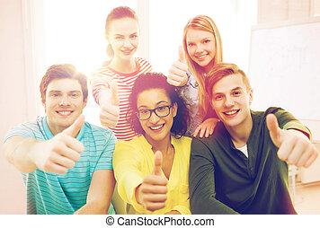 école, étudiants, projection, haut, pouces, sourire