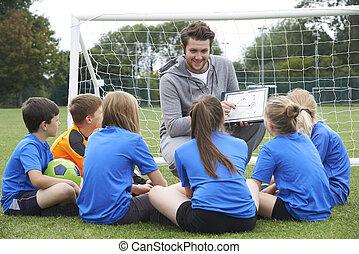 école, entraîneur, donner, équipe, élémentaire, football, parler