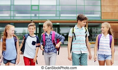 école, groupe, étudiants, marche, élémentaire, heureux