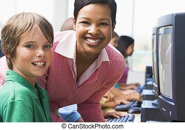 école primaire, classe ordinateur