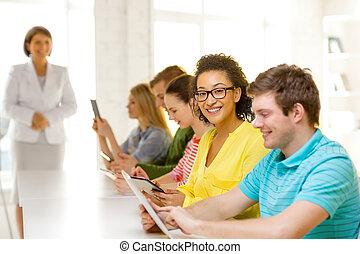 école, tablette, étudiants, pc, femme, sourire