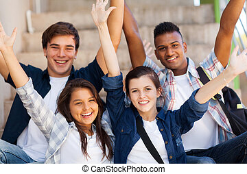 école, tendu, étudiants, bras, élevé, excité
