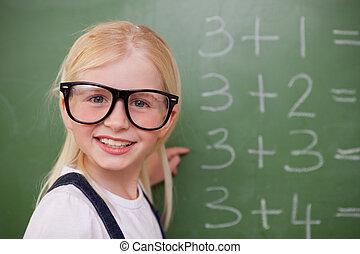 écolière, quelque chose, intelligent, sourire, pointage