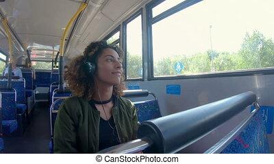 écoute, 4k, autobus, musique, femme