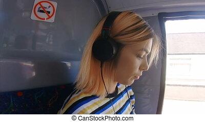 écoute, 4k, autobus, musique, girl