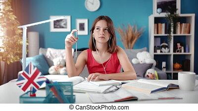 écoute, audiobook, écolière, earphones., beau