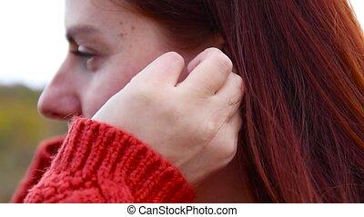 écouteur, jeune, fin, chandail, rouges, musique, chaud, ton, elle, sans fil, écoute, ear., girl, favori, insertions
