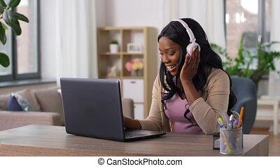 écouteurs, ordinateur portable, fonctionnement, maison, ...